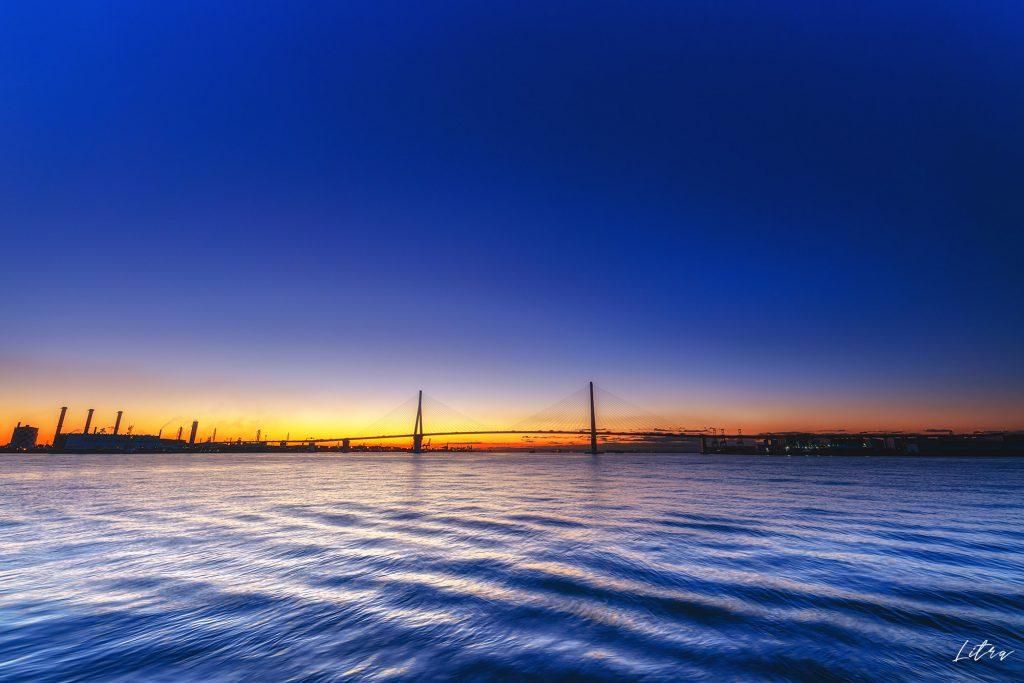 鶴見つばさ橋のブルーアワー