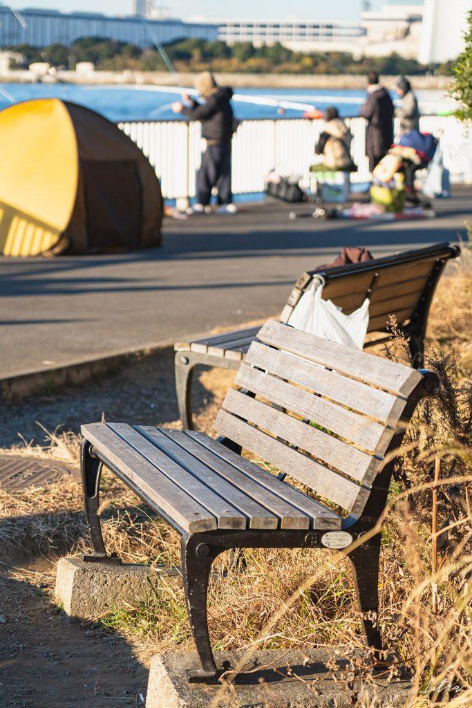 プロムナードに設置されたベンチ