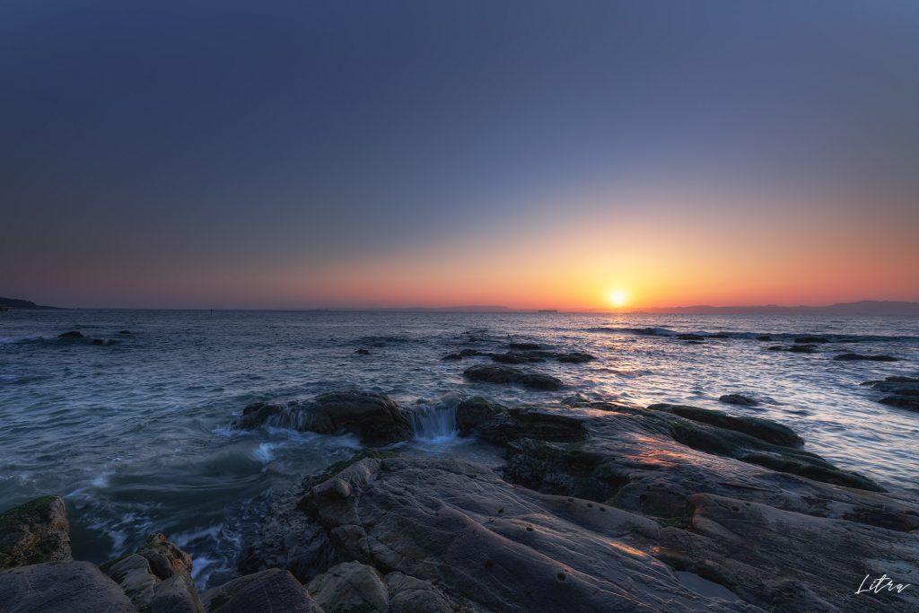燈明堂海岸の朝日