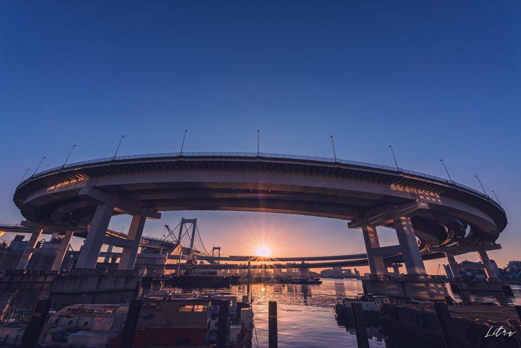 芝浦ループ橋の朝日