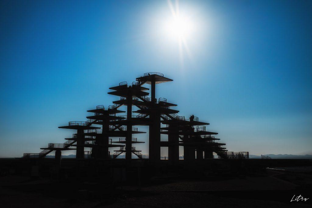 逆光で撮影した明治百年記念展望塔