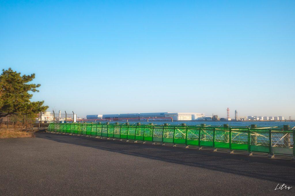 公園から見える羽田空港のターミナル